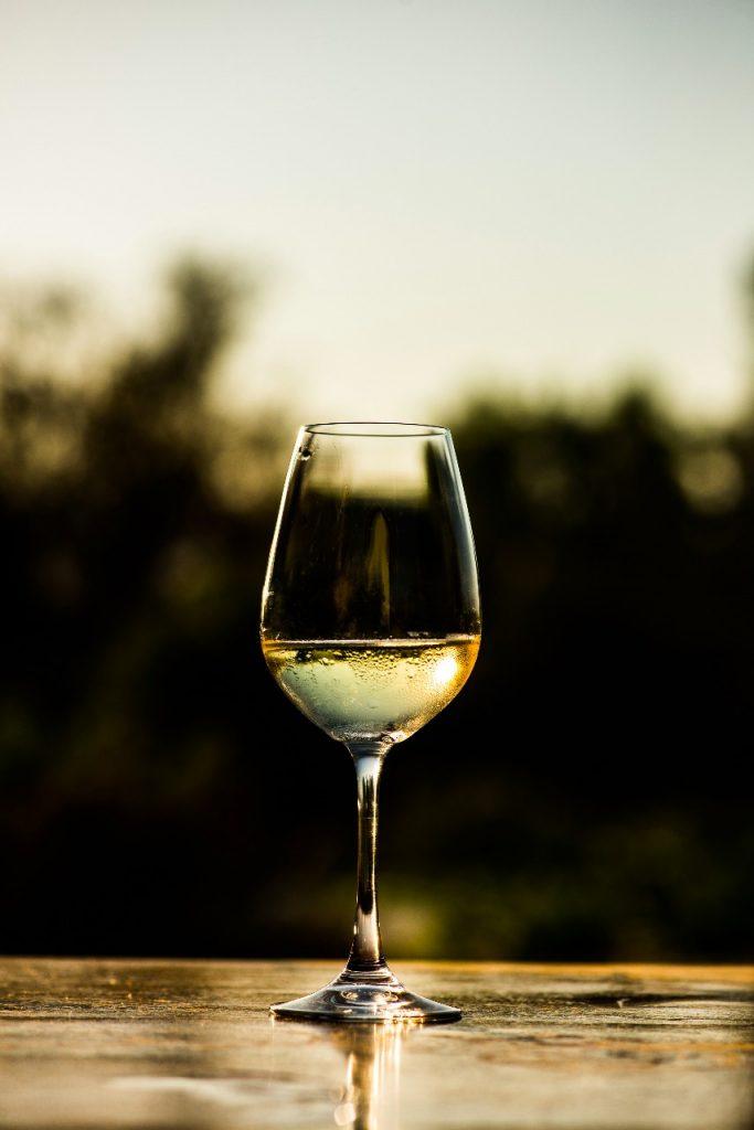 chile en nogada vino blanco
